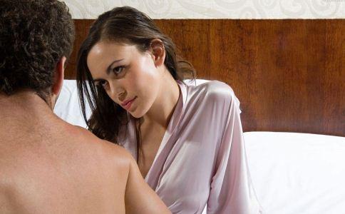 女人出轨与男人出轨的区别_女人出轨不离婚主动配合老公做爱_出轨又做爱